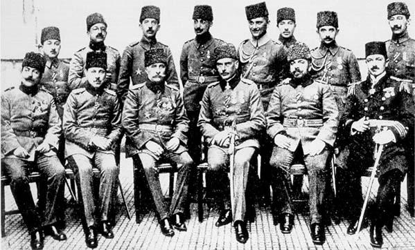 Yöneten 5 ordu karargah subahları ayaktakiler sağdan ıkinci ordu