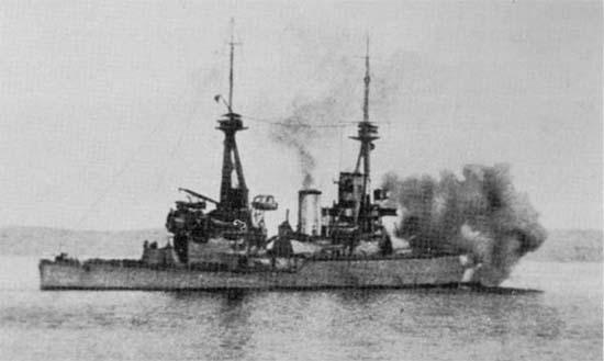 Türk Mevzilerini Bombalayan HMS Inflexible.